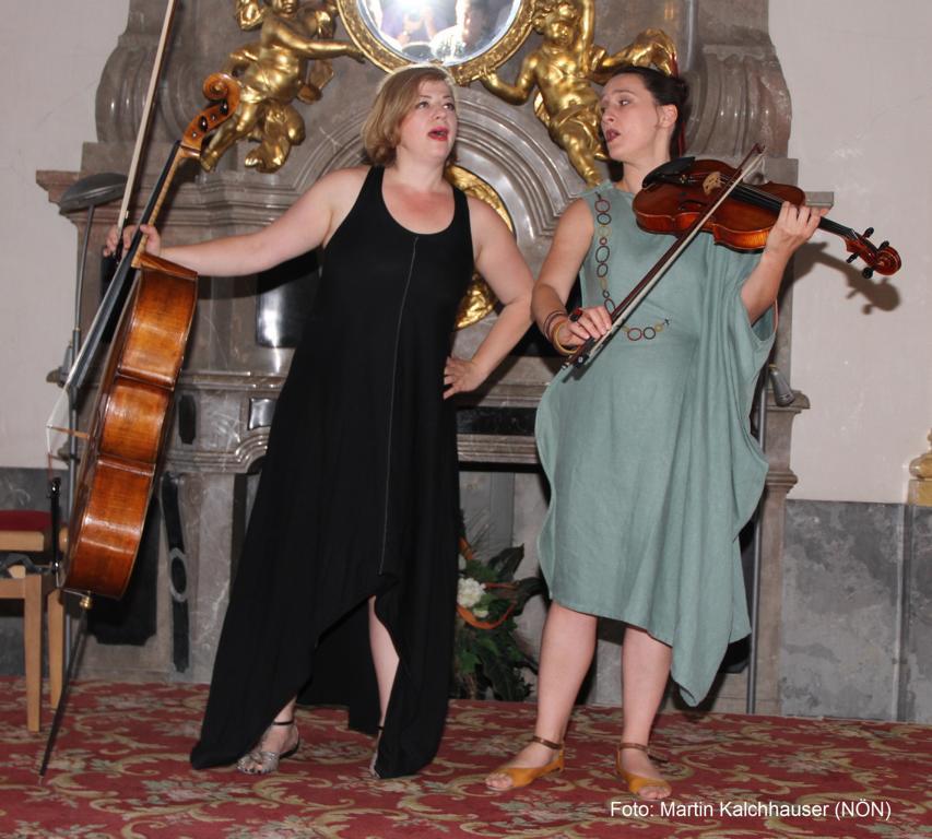 Catch-Pop String-Strong: Rina Kaçinari (Violoncello), Jelena Popržan (Bratsche). Foto: Martin Kalchhauser